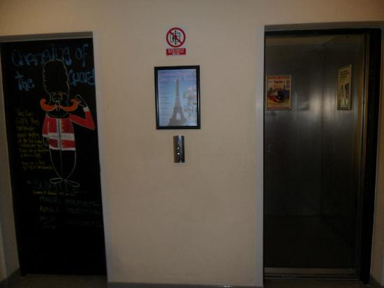 واي إتش إيه لندن سانت بانكراس - هوستل: Los ascensores 