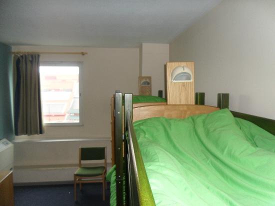 YHA London St Pancras: El dormitorio para chicas de 4 camas