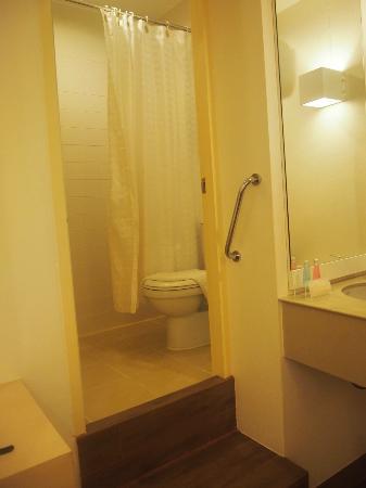 Budacco: Bathroom