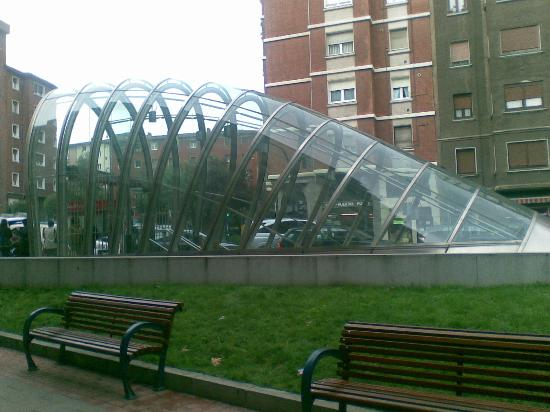 Metro de Bilbao: Boca de metro en Portugalete