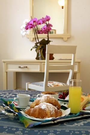 Hotel Villa Margherita: Sweet Breakfast