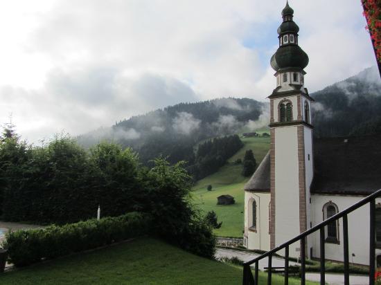 Kellerwirt: Udsigt fra værelser med udsigt over dalen og kirken