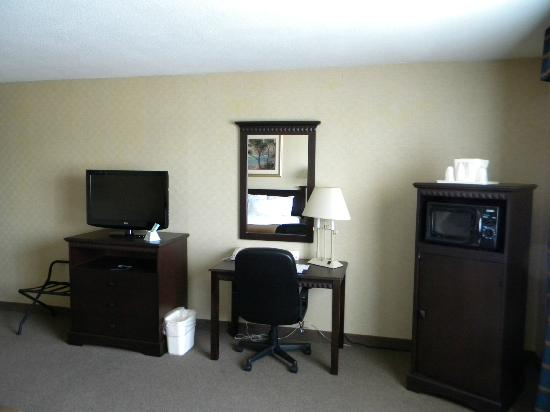 Comfort Inn of Lancaster County North: King room, ground floor
