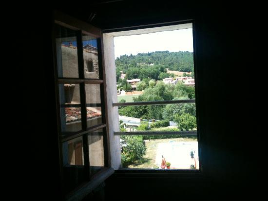 Hotel Restaurant La Fontaine : Finestra camera 11