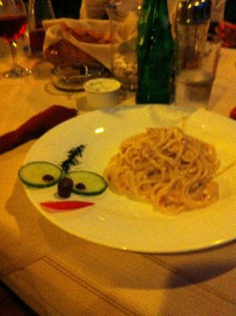 Mounda Beach Hotel: Best carbonara outside Italy (not on menu just ask Alex)