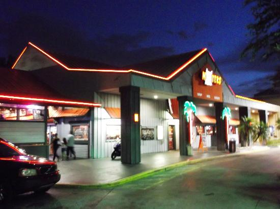 Hooters: Well lit front of the restaurant
