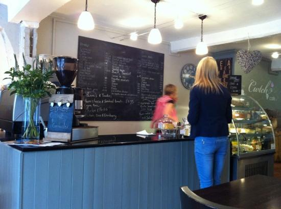 Cwtch Cafe: Friendly service and mouthwatering cakes!