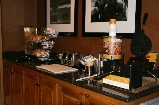 هامبتون إن أوغوستا - واشنطن رود: Breakfast Bar
