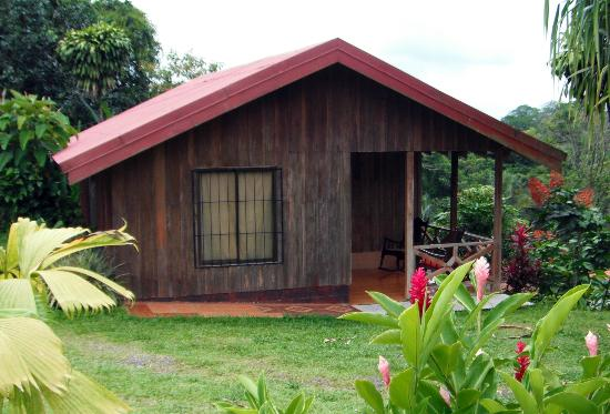 Cabinas la Catarata: Cabins with patio facing Rio Fortuna with View Of Arenal Volcano