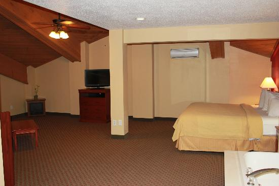 Quality Inn & Suites: Grand Suite View 1