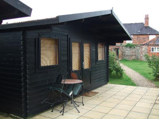 The Lion Inn: Cabin exterior