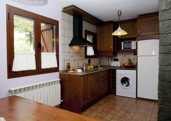 Casas Rurales Ordesa: Cocina comedor casa Roble