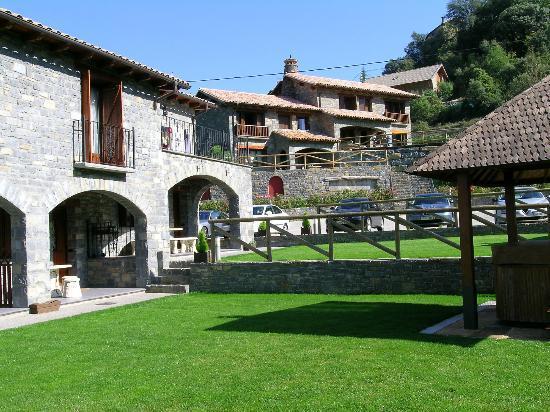 Foto de casas rurales ordesa belsierre vista jardin con for Jardines de casas rurales