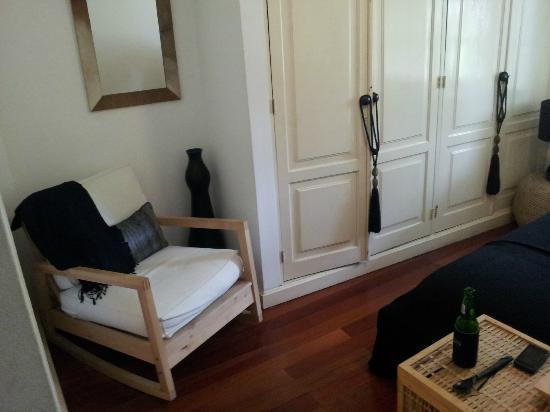 Hotel Portes 9: Black Vanilla room