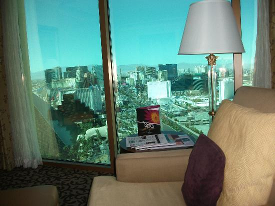 Four Seasons Hotel Las Vegas: room view of strip