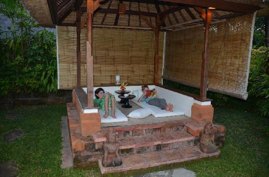 Tandjung Sari: Outdoor bure