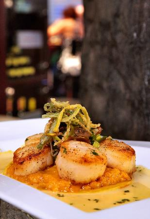 The Wild Orchid Cafe: Scallops