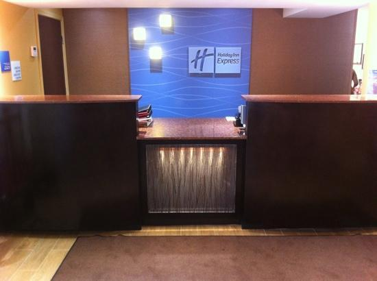 Holiday Inn Express Bowling Green: front desk