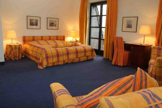 Hotel - Golf Course Bonn: Spacious hotel room