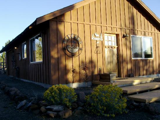 Inn at Juniper Ridge: Exterior , photo by Ray Gilmore
