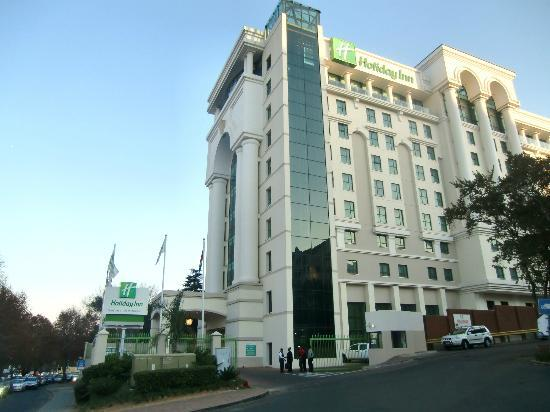 Holiday Inn Sandton - Rivonia Road: View from outside