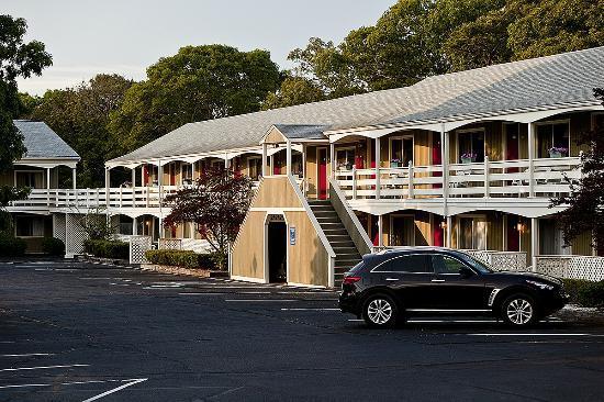 Ocean Park Inn Cape Cod: Exterior Building