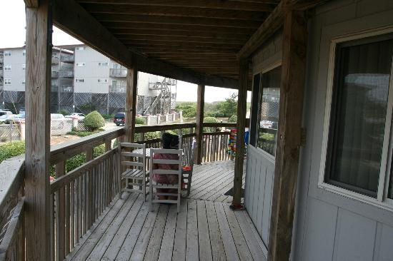 Outer Banks Beach Club: Shared balcony