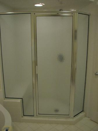 Willowbrook Inn: Tiled walk-in shower