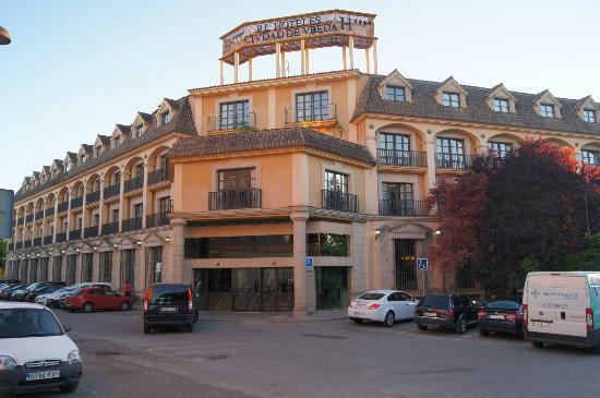 Hotel RL Ciudad de Ubeda: Entrée de l'hotel sur la rue
