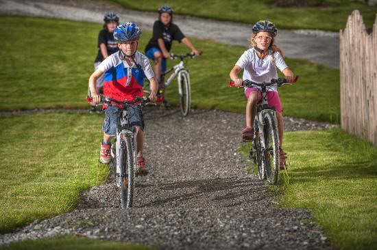 Kinderhotel Almhof: Bike Parcour für Kinder