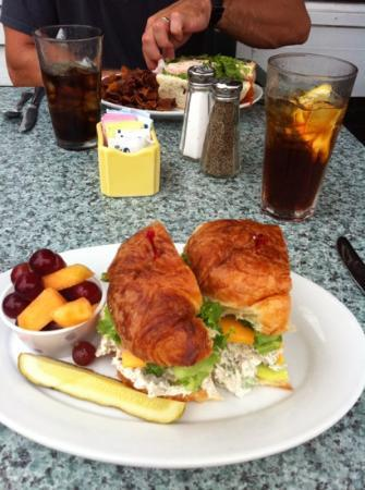 Beaufort Grocery CO: granny apple sandwich