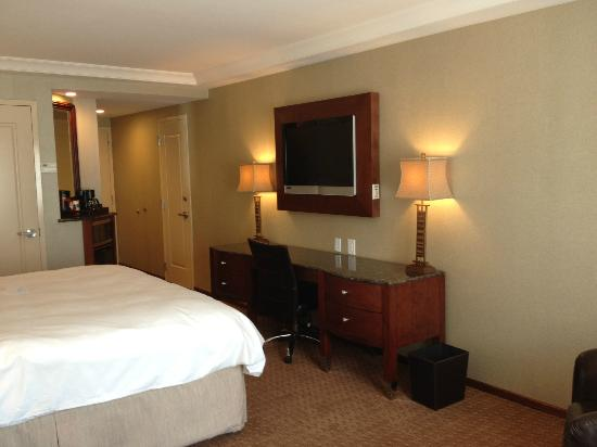Town & Country Inn and Suites: King Guestroom