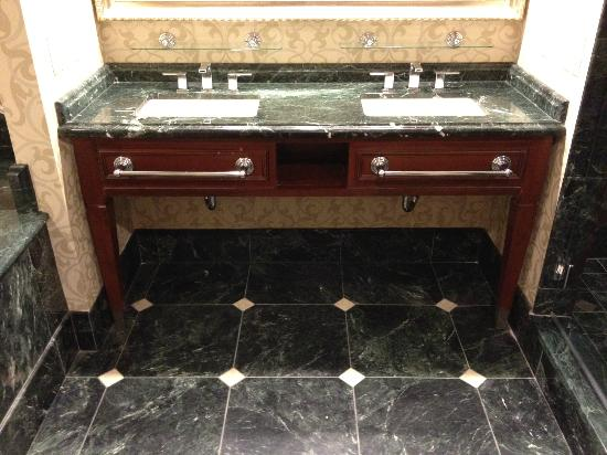 Town & Country Inn and Suites: His and Hers Bathroom Vanities in Suites