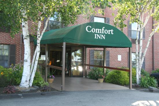 Comfort Inn Airport: Front Entrance