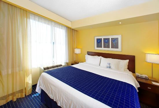 SpringHill Suites Greensboro: King Suite