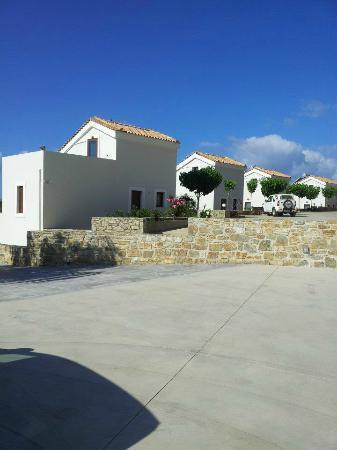 Lenikos Resort: vue coté route