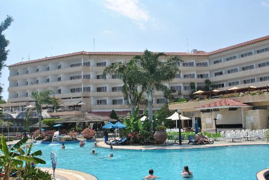 Atlantica Bay Hotel : Hotel from pool area