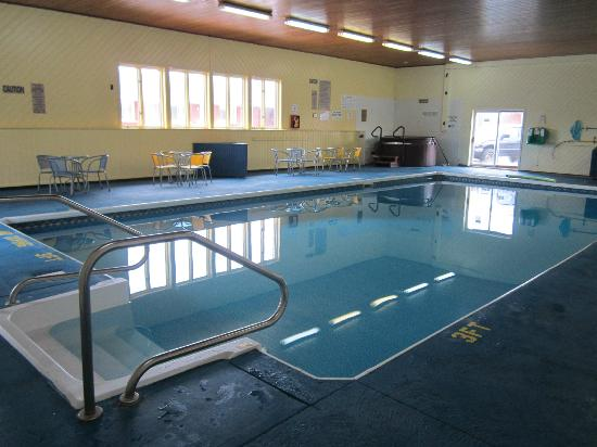 Red Pine Inn & Conference Centre: Indoor Salt Water Pool