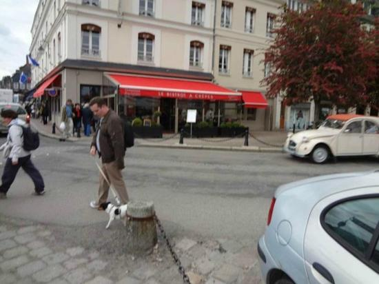 Le Bistrot a Crepes: Walking Past Front of Restaurant