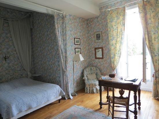 Chateau de Monhoudou : Our room (with en suite shower)