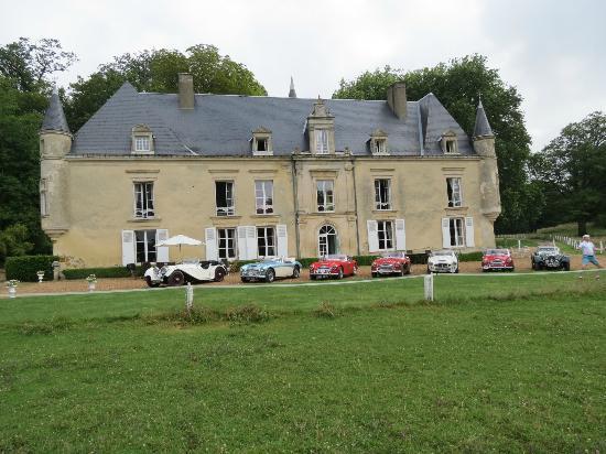 Chateau de Monhoudou : The classic car line up