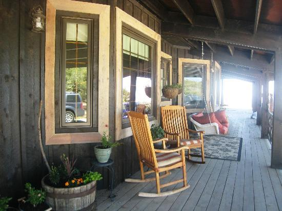 Whispering Oaks Ranch: Porch