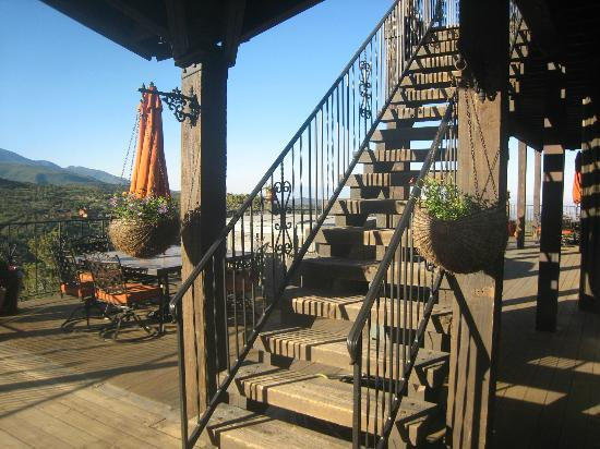 Whispering Oaks Ranch: Stairs to Upper Deck