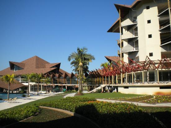 Recanto Cataratas Thermas Resort & Convention : Excelente estructura con vista a piscina y bar mojado (termal)