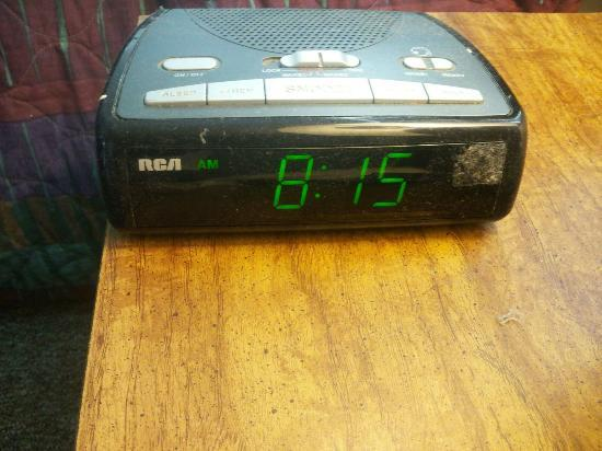 Horizon Motor Inn: dust on alarm clock as well as whole room