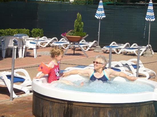 Hotel Delle Mimose : Relaxing after good swim