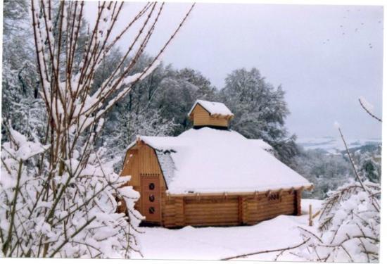 Waldhotel Felschbachhof: Finnhütte im Winter