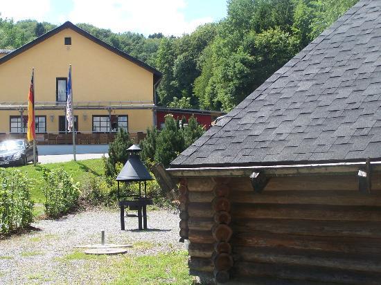 Waldhotel Felschbachhof: Haus mit Finnhütte
