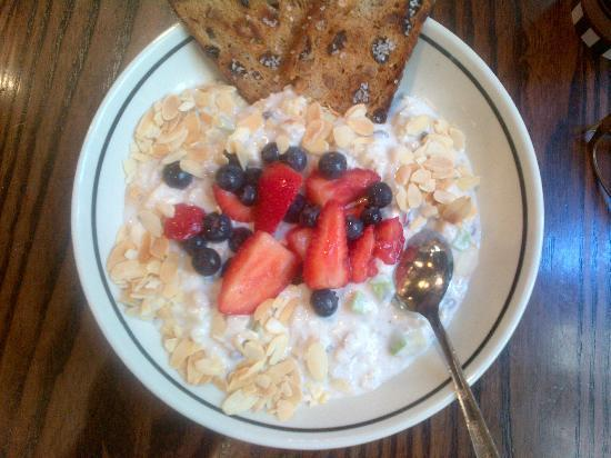 Corner Bakery Cafe : Berry Almond Oatmeal