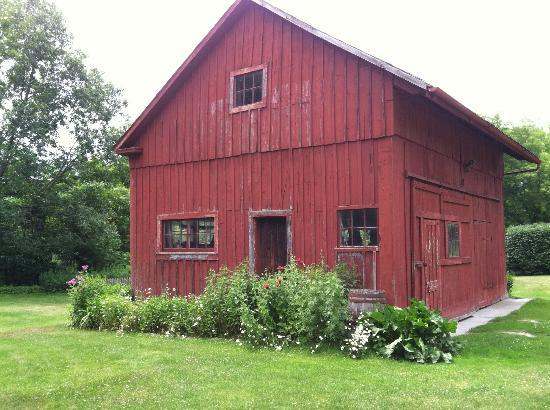 River Bend Farm: barn